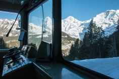 Train_Murren_alps_switzerland_2
