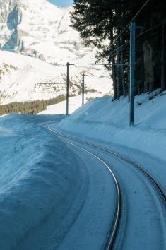Train_Murren_alps_switzerland_7